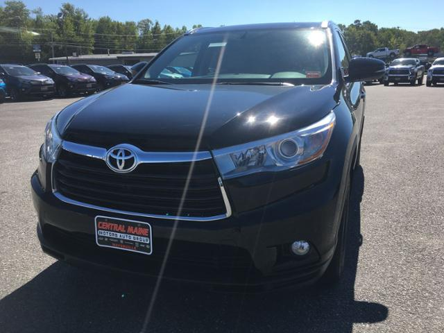 Superb Pre Owned 2016 Toyota Highlander AWD 4dr V6 XLE