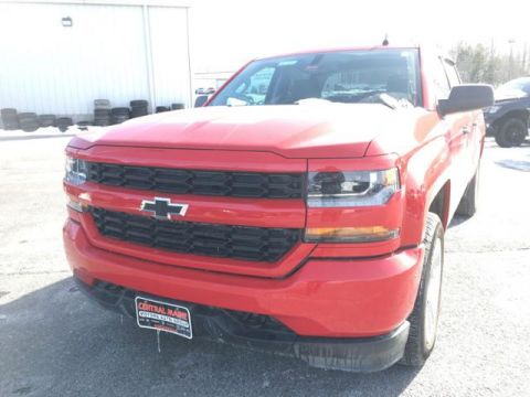 Pre-Owned 2018 Chevrolet Silverado 1500 4WD Crew Cab 143.5 Custom